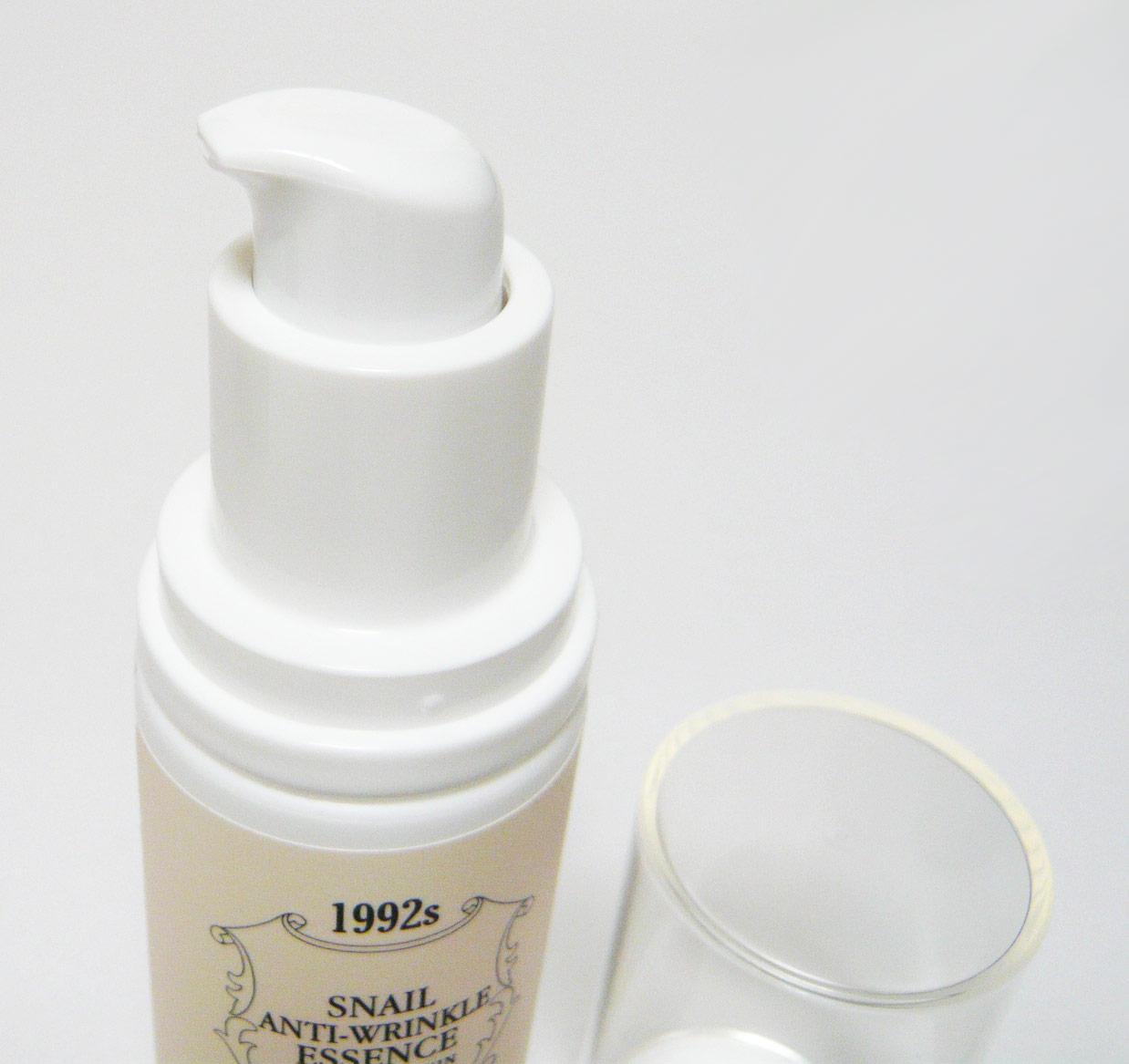 カタツムリエキスなどお肌再生成分の働きで、健康的でハリのあるお肌を作り上げる、低刺激性でべたつかない美容液